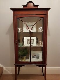 Lovely Edwardian Display Cabinet with inlay... Mahogany in colour.