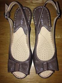 Ladies wedge sandals size 4