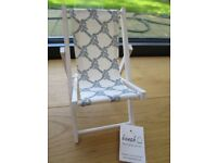 BRAND NEW – Mini deck-chair for mobile phone