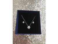 BNWT Genuine Swarovski Necklace and Earrings Jewellery Set