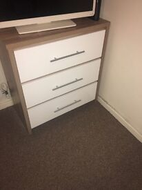 Chest of draws like new only used to or tv on £50