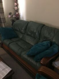 Green Leather Suite BUYER COLLECTS, I can not deliver.