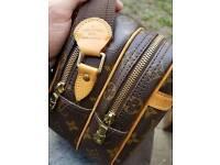 Unisex LV reporter PM Shoulder Bag. Louis Vuitton Gucci Versace