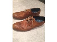 Barker Brogues tan