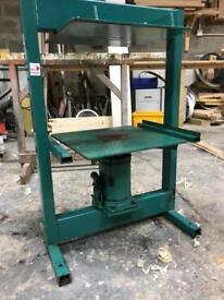 Hydrologic press
