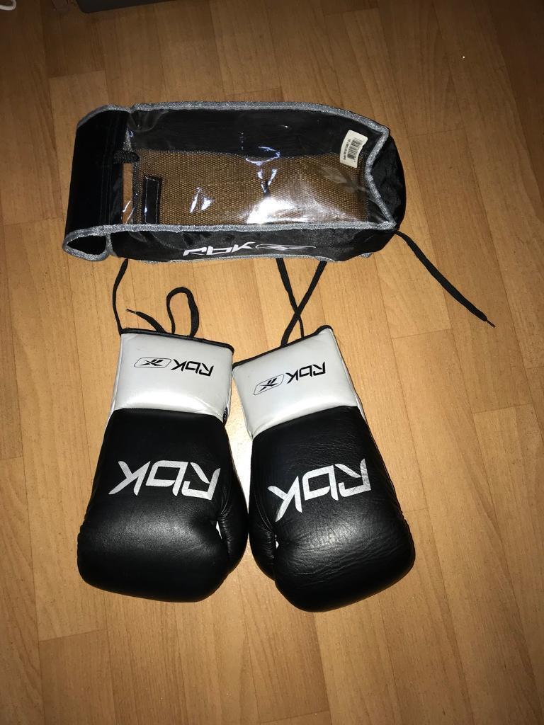 Reebok 10 oz boxing gloves