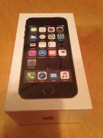 iPhone 5s 32gb (boxed and sealed)