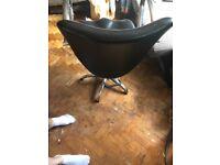5x black salon chairs