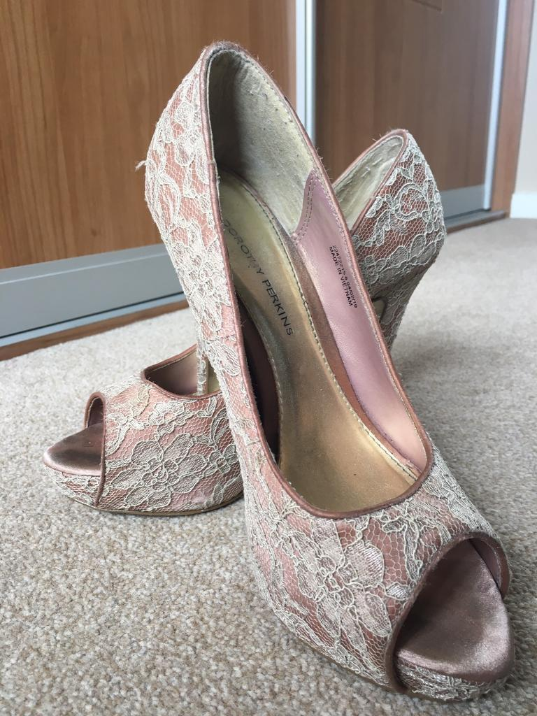 Pink lace stiletto shoes - size 6