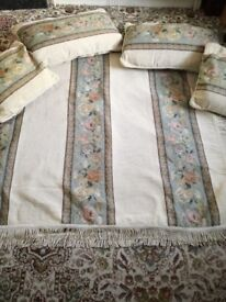 DAMASK THROW WITH CUSHIONS
