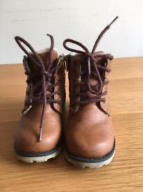 Toddler boots size 7 and 8