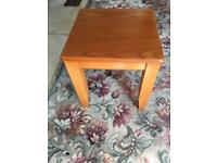 Small lamp/side table