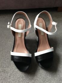 Size 41 Black and white Pied a Terre heels