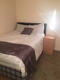 En-suite double room with kitchen (bedsit)