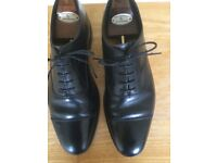 Worn /good Loake Shoemakers 1880 made in England black cap toe leather sole lace up shoe size 9F