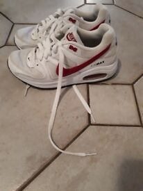 Girls pjnk and white air max excellent condition size 3 and half
