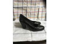 2 prs clarks shoes size 5