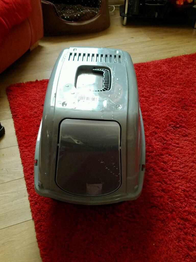 Enclosed cat litter tray brand new