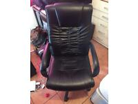 Swivel office chair in black (faux leather)