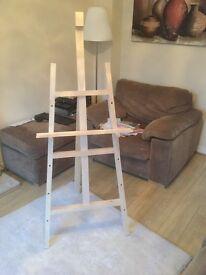 Floor standing easel
