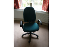Green swivel office chair with arms