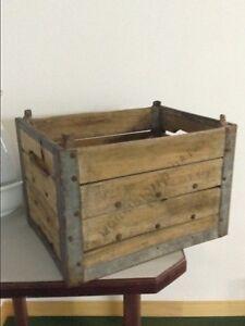 Antiquité caisse de bois