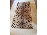 Animal print 100% wool rug 2.44x1.52 m