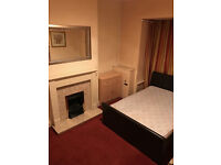 DOUBLE SPACIOUS ROOM ALL BILLS INC. SUPERFAST WI-FI NEAR SHOPS BUS ROUTE