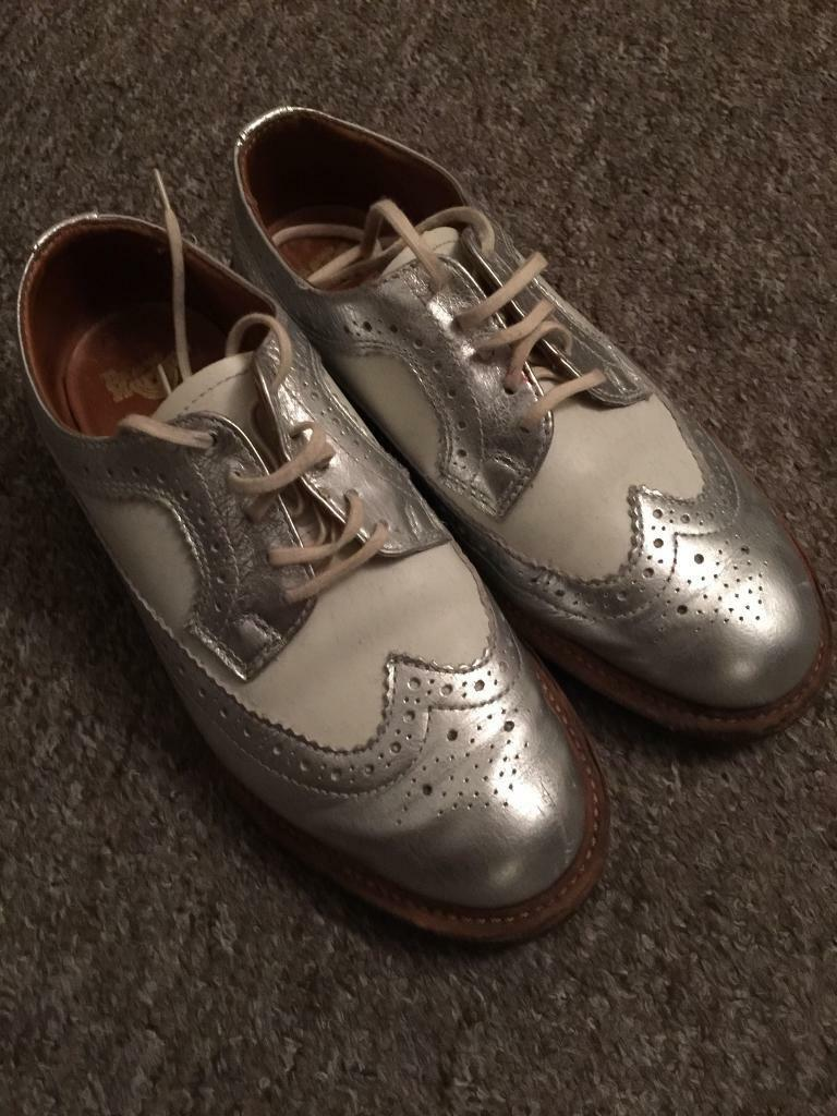 Dr Martins shoesin Brighton, East SussexGumtree - EU Size 37 UK4 80%new 100%realNot wear more than 5 timesToo many shoes so i need to sell shoes available for pick up great for this weather with shorts