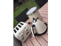 Cream delonghi toaster and kettle and plain cream bread bin set