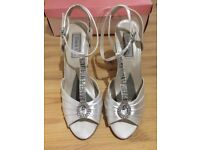 Touch up bridal shoes