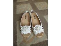 For Sale - White Shoe Tree Comfort Size 5 Ladies Sandals New
