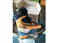 Scarpa Phantom Guide Mountaineering Boots size 42.5