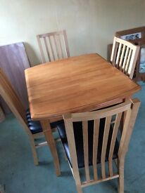 LOVELY SOLID WOOD EXPANDABLE DINING TABLE AND 4 CHAIRS