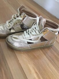 Gold river island ankle trainers