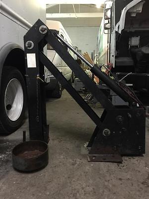 Boss Hl-300 Tool Lift Electrichydraulic Crane