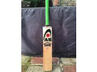 Brand new English willow AS PLAYERS EDITION cricket bat ,professionally knocked in 2.10lbs,free pads