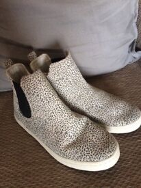 Leather Chelsea boot size1