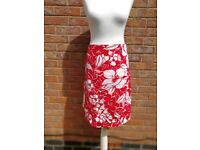 Red & White Floral Beach Skirt - Size 16 - 100% Cotton - EX cond (happy to post)