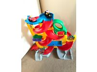 fisher price little people wheelies stand and play rampway.