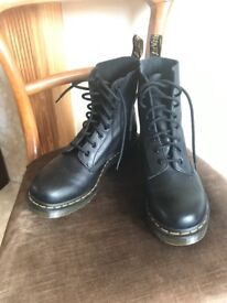 Dr. Martens Pascal Virginia Boots in Black (UK 7/EU 41/US 9)