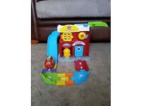 VTECH Toot Toot drivers fire station + 1 fire engine