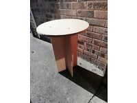 Table: small round side table (mdf)