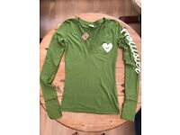 Hollister Long-sleeved, Women's V-neck t-shirt, Size XS. New with labels.