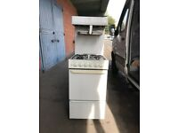 Parkinson Cowan White Eye Level Grill Gas Cooker In White.
