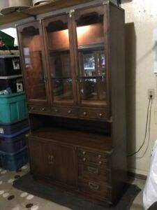 Beautiful Canadian made buffet cabinet/hutch. Solid wood/glass.