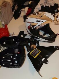 One Industries Gamma Xl helmet spare peaks and liners mtb enduro mtb mx downhill motocross