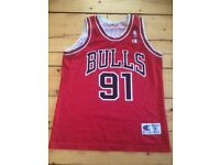 Chicago Bulls basketball top size small