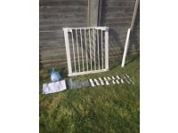Extendable dog gate