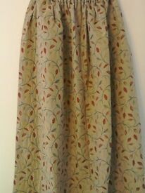 Traditional style curtains